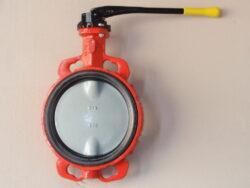 Uzavírací klapka-mezipřírubová ,série 600 ,verze B ,DN-150 ,PN-16 ,(plyn).-Uzavírací klapka-mezipřírubová, série 600 verze B ,DN-150 ,PN-16 ,(pro plyn ). Ovládání ruční pákou, matr.tělesa : GG 25, manžeta: NBR , talíř: GGG 40 . Připojení - stavební délka dle DIN 3202-K1, ISO příruba PN6/10/16 .
