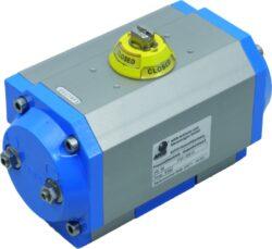 Pneupohon-jednočinný  PE 55-08, (486,4-238,3 Nm / 6 bar )-Pneupohon -JEDNOČINNÝ, moment při tkau 6 bar 0°=486,4 Nm / 90°=389,0 Nm ; pružina -moment: 90°=335,7 Nm / 0°=238,3 Nm .Pracovní médium - tlakový vzduch  ( 2-8 bar ) , pro polohu otevřeno nebo  zavřeno .Ovládací momenty / rozsah: 5 - 2500 Nm, pracovní úhly rozsah: 90°, 120°, 135°, 150°, 180°, 240° .Teplotní rozsah:  od -20°C ...do +80°C ,( spec.provedení  -40° do +150° ).