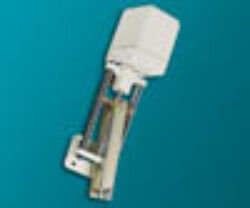 servopohon série K 1506.-Servopohon táhlový (klapkový), typ K 1506, ( 600 Nm ), rychlost přestavení 1,7; 2,3; 4,5; 6,7 mm/s., zdvih: 150 mm., váha 9,9 kg. Ovládací napětí : standard 230V,50 (60)Hz, max.70 VA, IP 54. Synchronní motor na střídavý proud, s ochrannou proti zkratu, jednopólový, reverzní 230V ± 10%, 50/60 Hz ± 5%,  100% nepřetržitý chod . Udržování velmi vysokého točivého momentu prostřednictvím samozajišťovací hřídele.Startovací a zastavovací doby v řádu milisekund. Nestandardní zdvihya speciální délky: 450, 600, 750, 1100 mm. -dostupné na požádání.