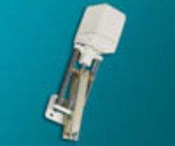 servopohon série K 1535.-Servopohon táhlový (klapkový), typ K 1525, ( 2500 Nm ), rychlost přestavení 1,5; 2,3 mm/s., zdvih: 150 mm., váha 9,9 kg. Ovládací napětí : standard 230V,50 (60)Hz, max.70 VA, IP 54. Synchronní motor na střídavý proud, s ochrannou proti zkratu, jednopólový, reverzní 230V ± 10%, 50/60 Hz ± 5%,  100% nepřetržitý chod . Udržování velmi vysokého točivého momentu prostřednictvím samozajišťovací hřídele.Startovací a zastavovací doby v řádu milisekund. Nestandardní zdvihya speciální délky: 450, 600, 750, 1100 mm. -dostupné na požádání.