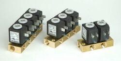 XD403                                                                           -3 x 2/2 elektromagnetický ventil, DN4,5, G1/4,  230V AC,NC, 0-0,5bar,Tmax.+90°C konektor není součástí balení ventilů