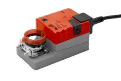 TMC..A, LMC..A, NMC..A, SMC..A-Rychlý chod typové řady TMC..A (2 Nm), LMC..A (5 Nm), NMC..A (10 Nm), SMC..A (20 Nm) s připojovacím kabelem pro klapky do cca 0.4 m2, ( 1m2), (2m2), (4m2), univerzální třmen otočitelný 6..20 mm (8..26 mm), (10..20 mm), pro rychlé doby přestavení do 35 s.